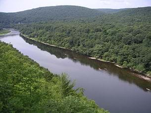 A Hawk's Nest view of the Delaware River.